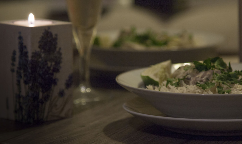 Potrawka z kurczakiem w białym winie romantyczna kolacja przepis kuchenny kredens
