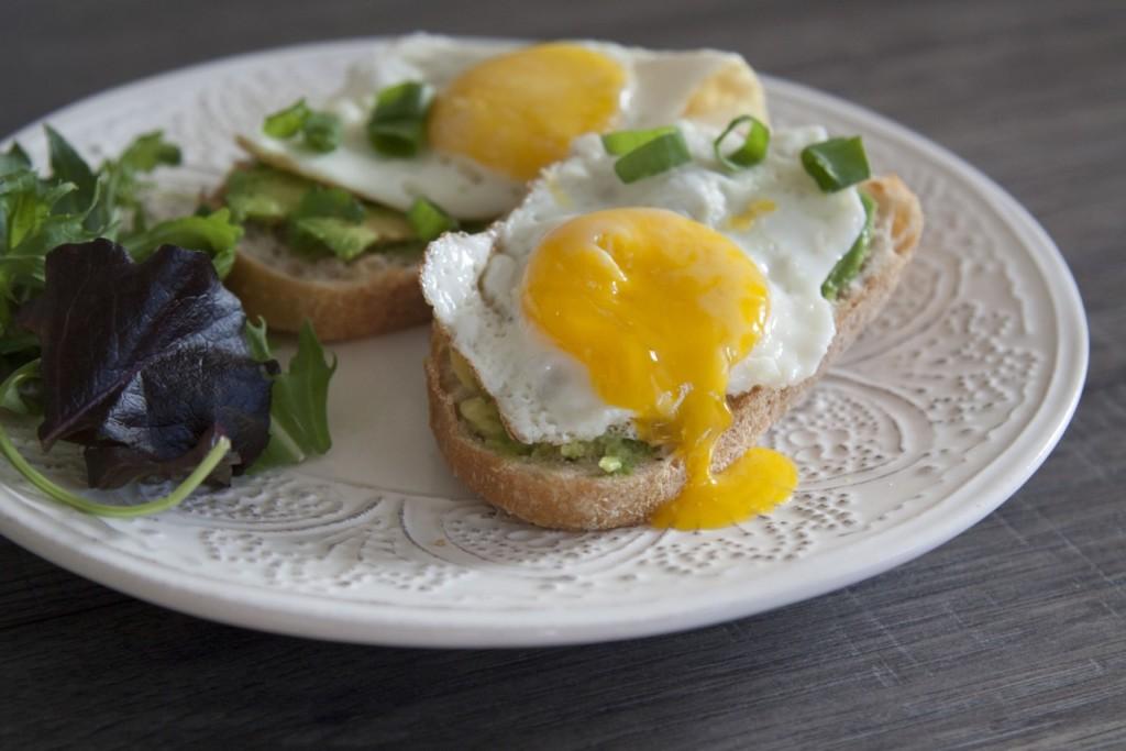 tosty z jajkiem i awokado