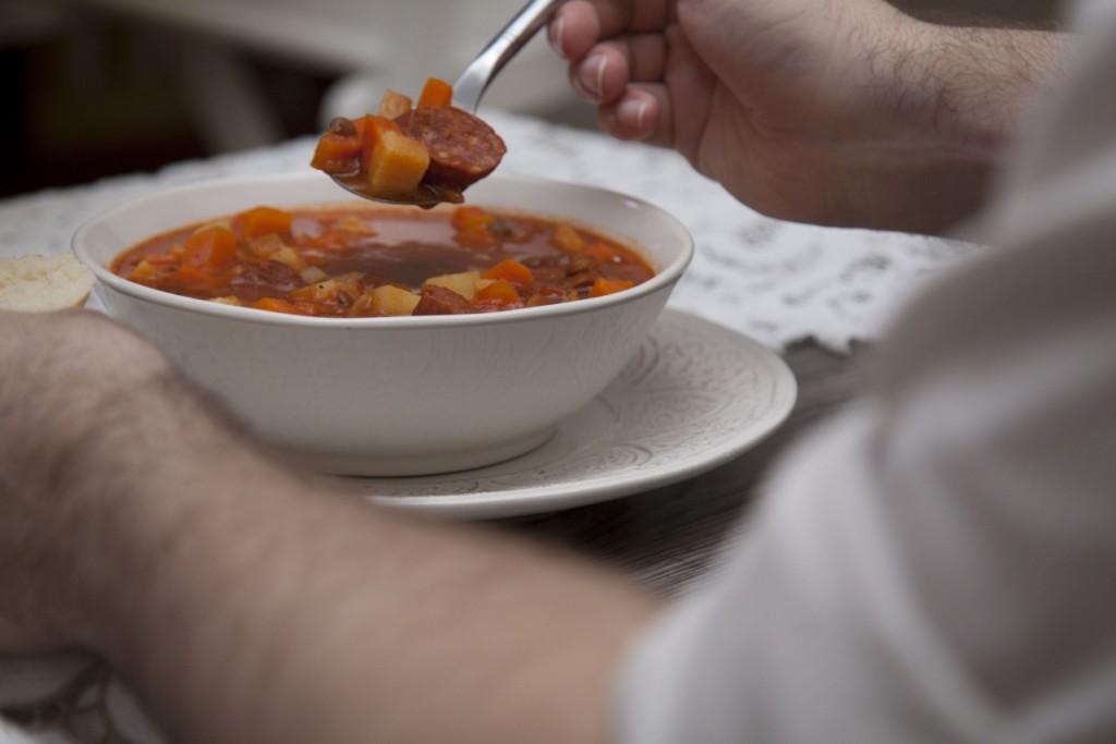 zupa z soczewicą i chorizo